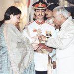 Mrs Archana Aima wife of Maj Sushil Aima receiving Kirti Chakra from the President