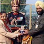 Lt Navdeep Singh's Father receiving Ashok Chakra award from President Pratibha Patil