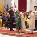 President of India presenting Shaurya Chakra Award to Naik Gawade Pandurang Mahadev's wife and mother