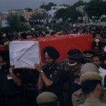 Army personnel carrying the mortal remains of Lt Amit Bharadwaj