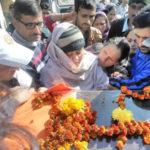 Lance Naik Ranjeet Singh's wife paying her last tributes