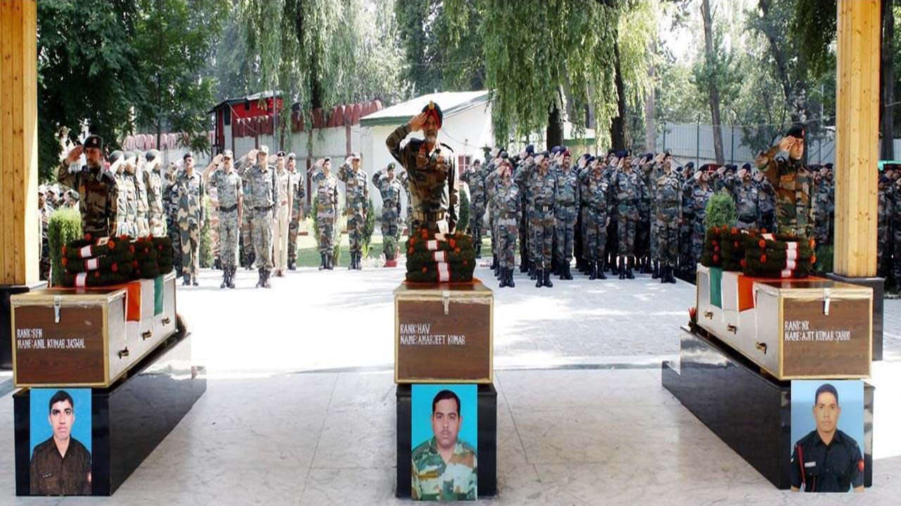 Army's last salute to Hav Amarjeet Kumar naik Ajit Kumar Sahoo and Rfn Anil Kumar Jaswal
