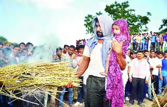 Sep Pabu Ram's last rites being performed
