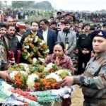 Army personnel paying their last tribute to Hav Dharmendra Singh