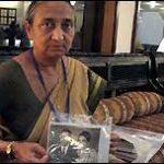 Flight Lieutenant Manohar Purohit's wife Smt Suman Purohit
