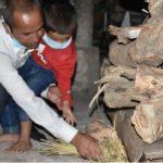 Hav Deepak Karki's 6 year old son during the last rites