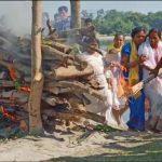 Last rites being performed for Hav Hardhan Chandra Roy