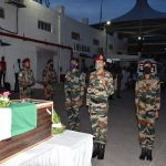 Army personnel paying tribute to Nk Sachin Vikram More
