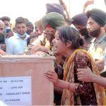 People paying tributes to Sep Parabjeet Singh