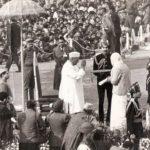 2nd Lieutenant Arun Khetarpal's Mother receiving the Param Vir Chakra from President V.V. Giri