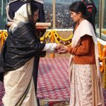 Smt Shanti Bohra receiving Ashok Chakra awarded to her husband from the President, Smt. Pratibha Devisingh Patil