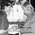 Maj Avinash Singh's wife Capt Shalini Singh receiving Kirti Chakra from President APJ Abdul Kalam