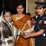 Major Nitesh Roy's wife Captain Seema Mishra receiving gallantry award Shaurya Chakra by President
