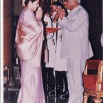 Mrs Shakuntala Bhandarkar wife of Lt Col Ajit Bhandarkar receiving Shaurya Chakra Award from the President