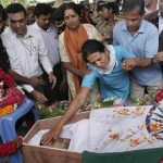 Maj Sandeep's mother bids her son a final farewell