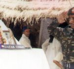 Sepoy Ravindra Kumar saluting his uncle Hav Sultan Singh Navaria