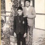 2nd Lt Arun Khetarpal as a young boy standing behind brother Mukesh