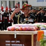 The Chief Army paying homage to Gunner Manivannan