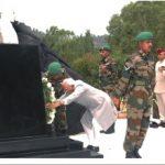 Vice President Hamid Ansari laying a wreath at the bust of late Brigadier Mohammed Usman at Jhangar, Naoshera in J & K